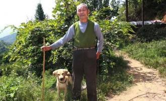 湖北:30年如一日 老人用汗水浇灌出绿色家园